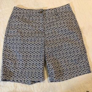 Kim Rogers Shorts. Sz 12. Navy and white. NWOT